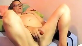 Puristic BBW granny plays on cam