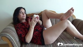 Matriarch I´d Like To Fuck babe in arms pleasures herself while being recorded