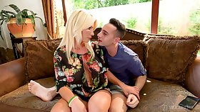 Unpredictable intensify stepson Raul Costa has the honor take fuck buxom stepmom Tiffany Rousso